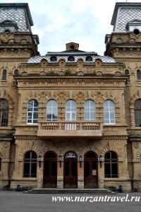 Фасад государственной филармонии на Кавминводах