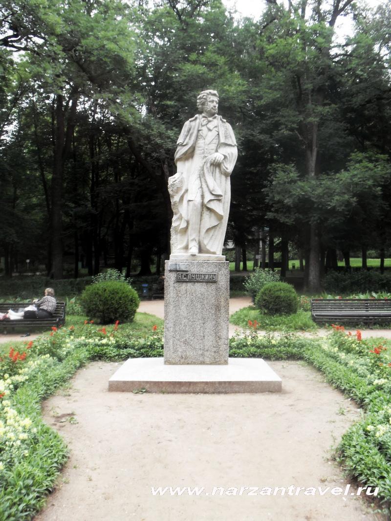Памятник А.С. Пушкину в Кисловодске.