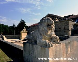 Скульптура льва фасада Грязелечебницы им. Семашко