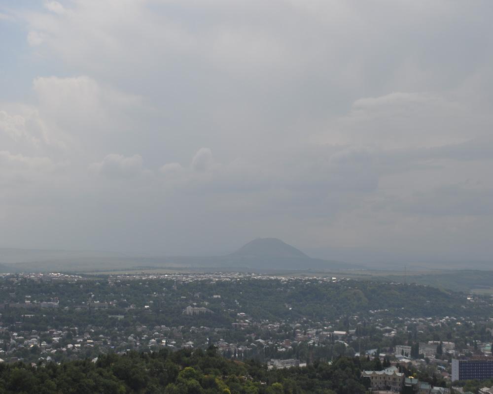 Вид на город-курорт Пятигорск и гору Машук