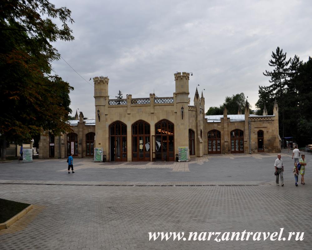 Главный вход в здание Нарзанной галереи
